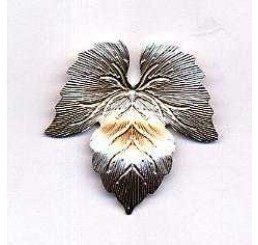 Pendente in bronzo a forma di foglia